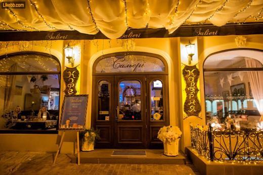 120281529 В Одессе выбрали самую красивую новогоднюю витрину