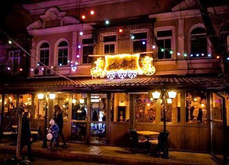 2 В Одессе выбрали самую красивую новогоднюю витрину
