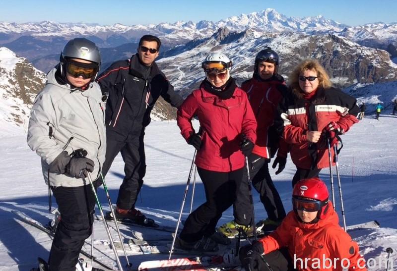 jpg Пока в ОГА идут обыски, первый заместитель председателя облгосадминистрации Жмак катается на лыжах в Альпах